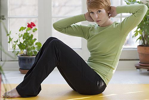 ورزش در خانه برای لاغری شکم و پهلو با اسکوات