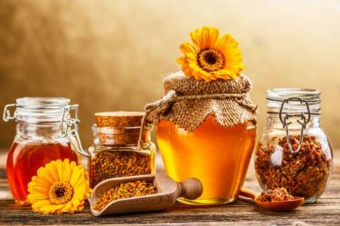 Flower pollen and natural honey