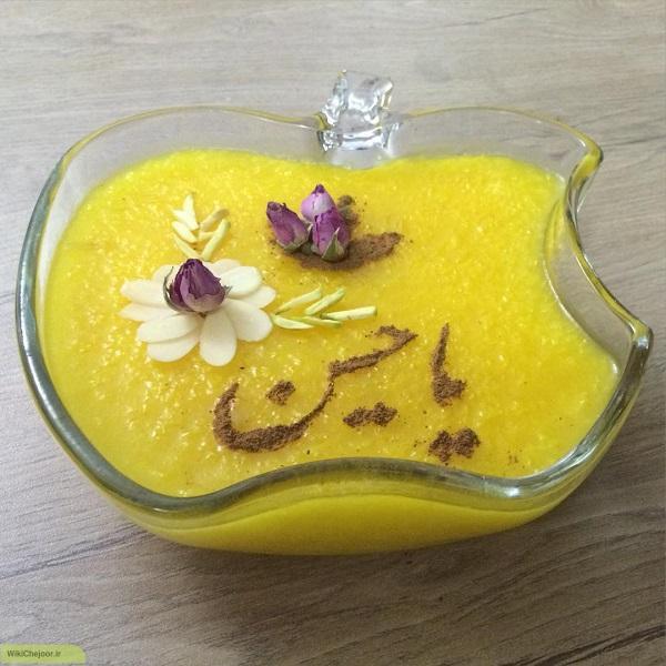 یک نکتهی مهم در دستور پخت شله زرد اضافه کردن گلاب و زعفران در انتهای مرحله پختن است