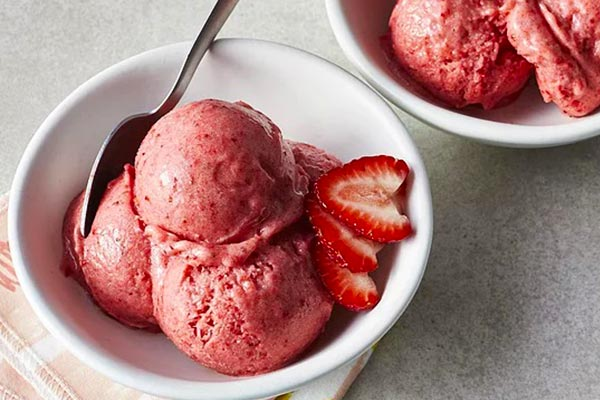 How-to-make-banana-and-strawberry-diet-ice-cream