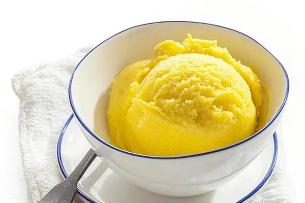 Ice-cream-with-yogurt-and-mango