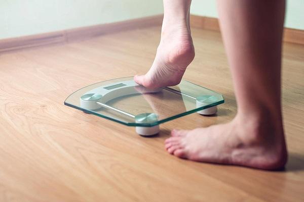 علت نوسانات وزن در طول روز