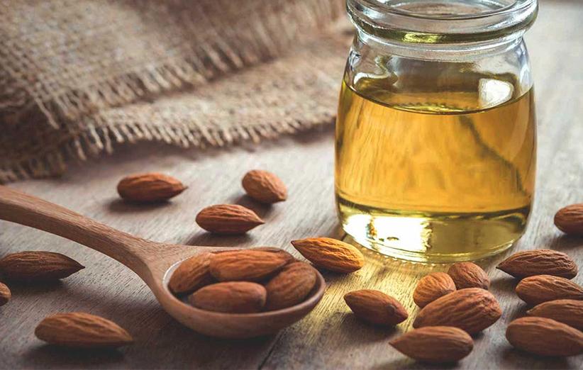 یکی دیگر از خواص روغن بادام شیرین کمک به درمان سرفه است. ا