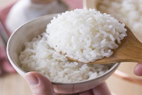 یکی دیگر از خواص خوردن برنج سفید هضم آسان غذاست