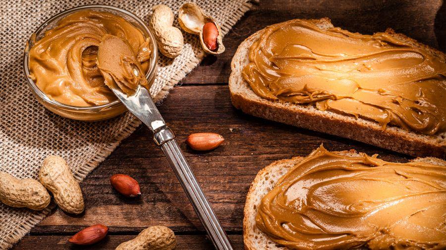 کالری کره بادام زمینی / آیا کره بادام زمینی چاق کننده است