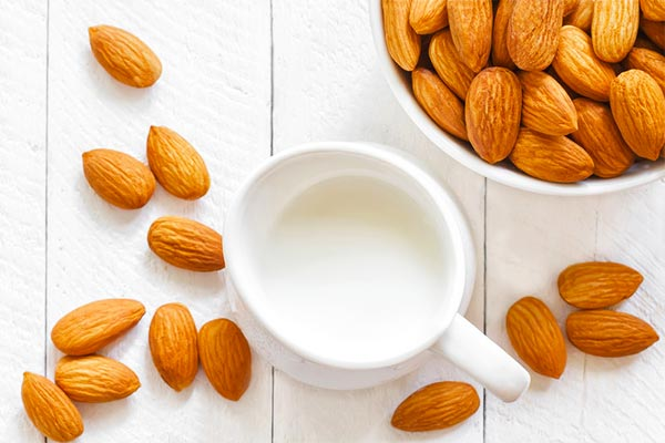 Almond-and-milk-homemade-mask