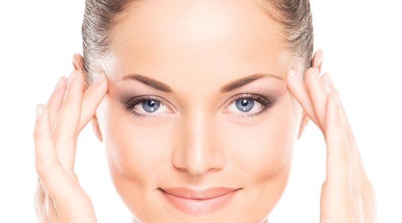 یک روش برای جوانسازی پوست صورت در خانه لایه برداری است.