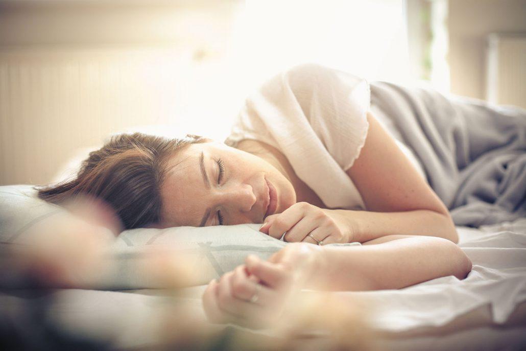 طرز صحیح خوابیدن / بدخوابیدن زحمتتان برای تناسب اندام را به هدر میدهد