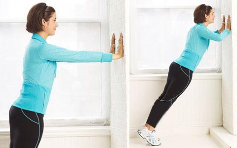 یک روش بالا کشیدن سینه با ورزش شنا کردن است