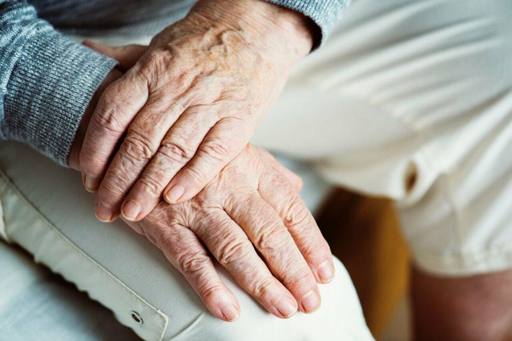 علائم پارکینسون در سالمندان