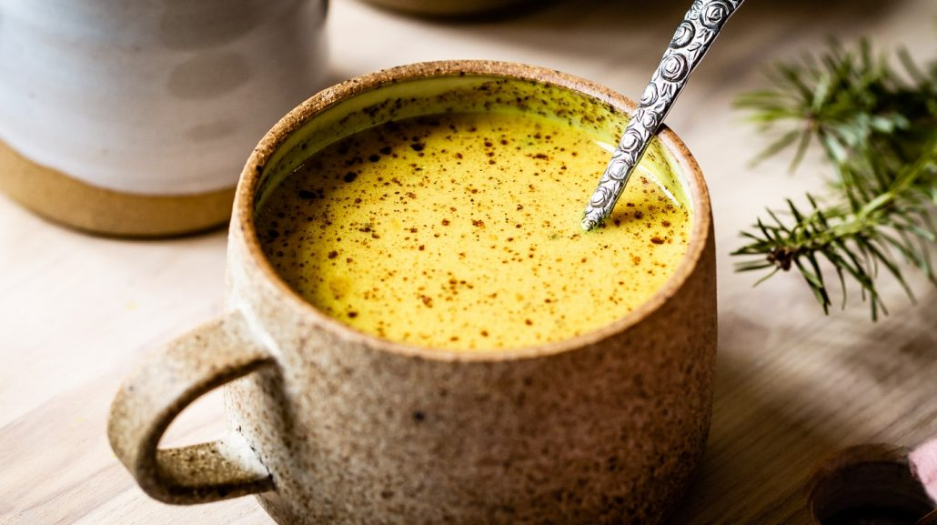 طرز تهیه شیر و زردچوبه برای سرماخوردگی
