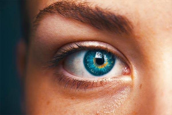 چشم نزدیک بین و آستیگمات