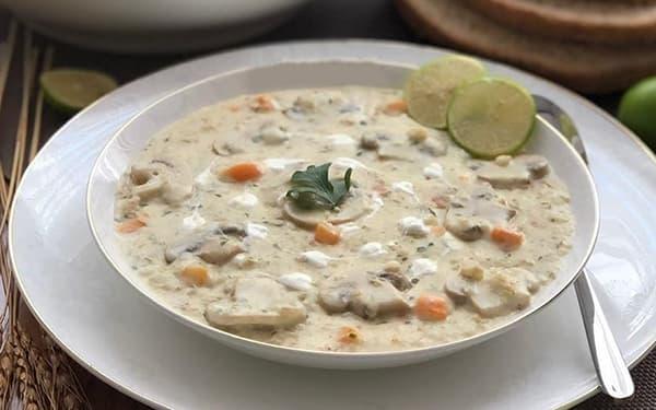 سوپ گشنیز با شیر و خامه